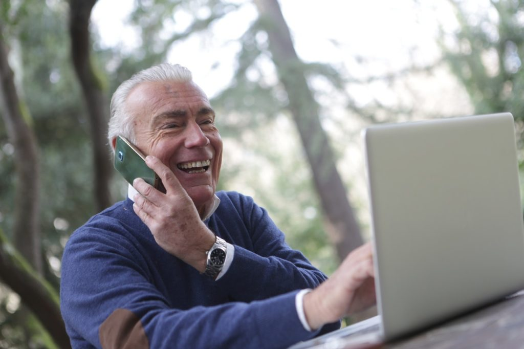 Free Tech and Internet Help for Seniors